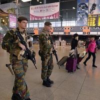 """Belgio, caccia a 10 terroristi. Indagini su una lista di 26 nomi: """"Legati alle stragi di..."""