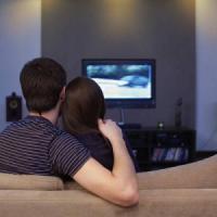 Cuore, alzarsi durante gli spot in tv è già una difesa