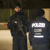 La polizia tedesca in una moschea