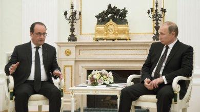 """Guerra all'Is, Germania invia navi e aerei Renzi a Hollande: ampliare coalizione -  vd   Putin: """"Pronti a cooperare con Parigi"""""""