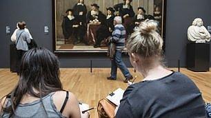 Niente foto al Rijksmuseum ad Amsterdam si disegna