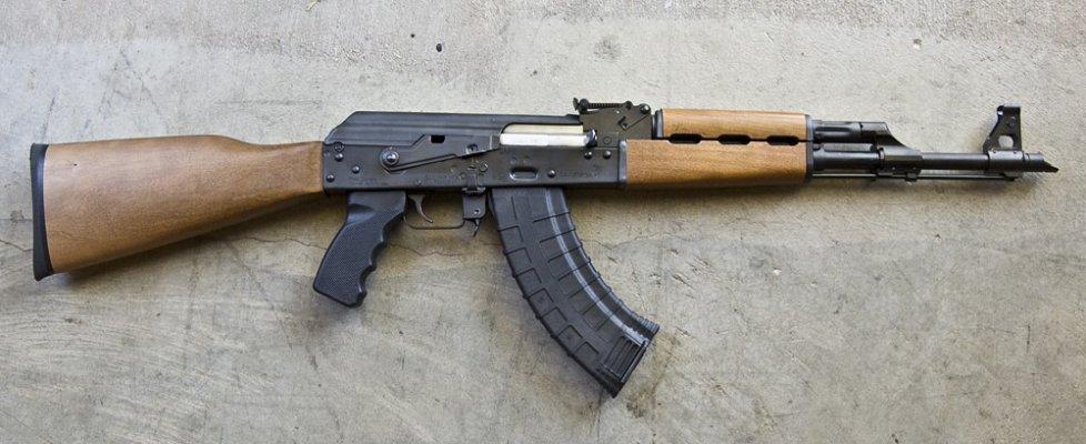 """Stoccarda, arrestato trafficante: """"Fornì armi a terroristi"""". Francia derogherà a Convenzione diritti umani"""
