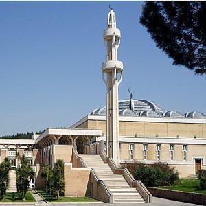 L'Islam in Italia e le 'moschee in garage'. Il Viminale le ha censite: sono trenta soltanto a Roma