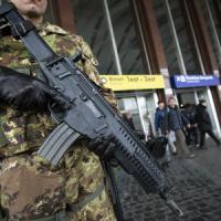 Ecco il piano sicurezza dell'Ue: web sotto controllo e passeggeri schedati
