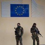 Terrorismo, ecco il piano Ue Schedati i viaggiatori e Internet