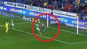 Non si può sbagliare un gol così Dopo il palo, clamorosa traversa