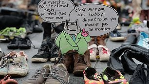Ventiduemila scarpe a Parigi Protesta simbolica degli attivisti