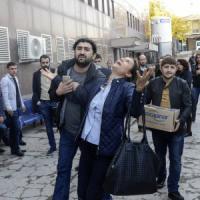 "Diyarbakir in piazza per i funerali di Tahir Elci: ""Martiri non muoiono"". Accuse al..."