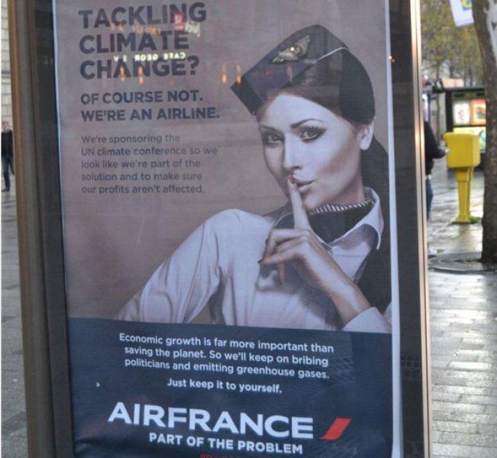 Parigi, false pubblicità per denunciare gli sponsor di Cop21