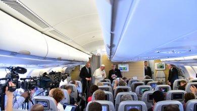 "Papa su Vatileaks: ""Continuo   video   la pulizia iniziata da Ratzinger"""