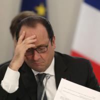 """L'appello di Hollande: """"Necessario un accordo, aiuti per i più deboli"""""""