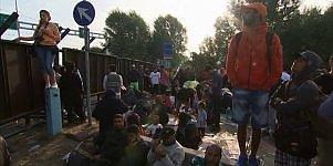Famiglie, bambini e zainetti La borghesia in fuga