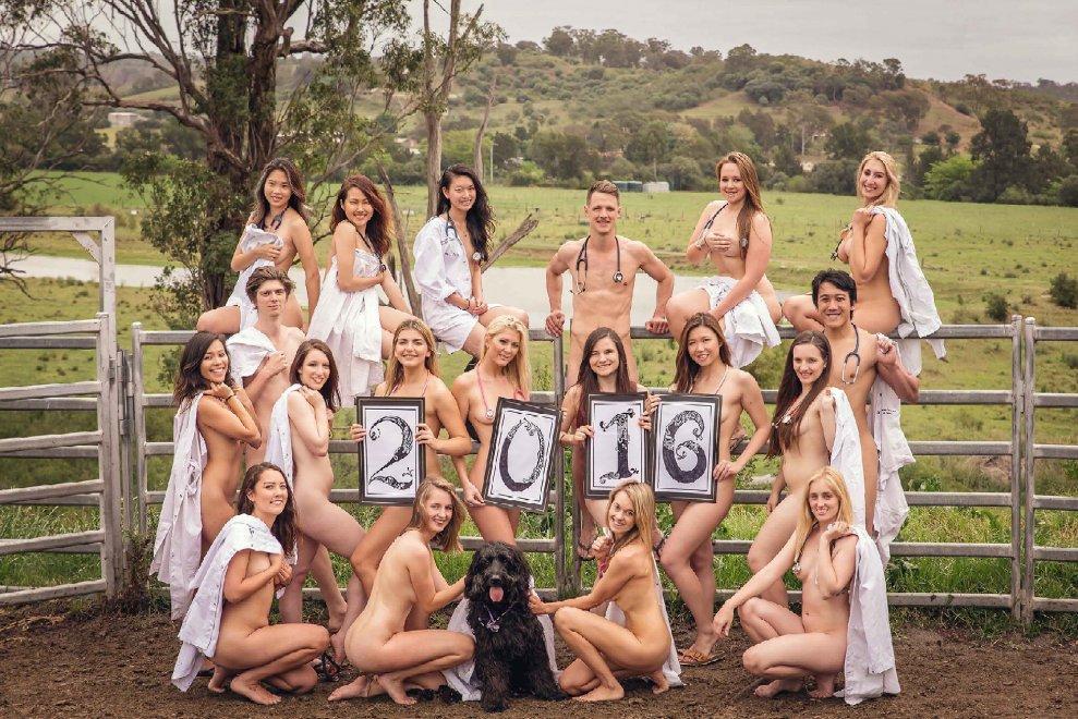 Australia, nudi contro la siccità: il calendario degli studenti di veterinaria