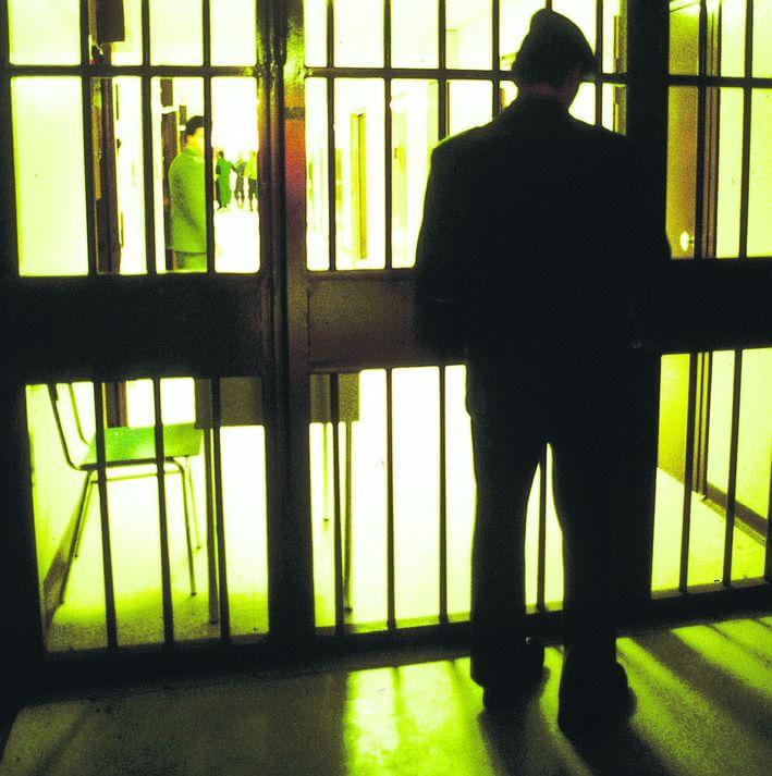 """Detenuto registra frasi shock: """"Le botte ti saranno utili, la Costituzione non vale in questo carcere"""""""