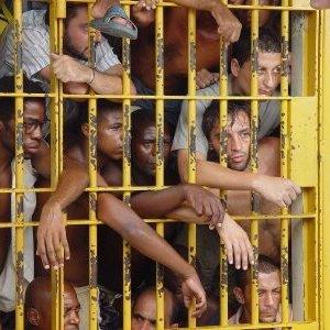 """Brasile, cannibalismo nelle carceri: corpi fatti a pezzi e """"cene"""" con fegato umano"""