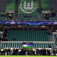 Champions, falso allarme bomba a Wolfsburg; gli spettatori entrano in campo