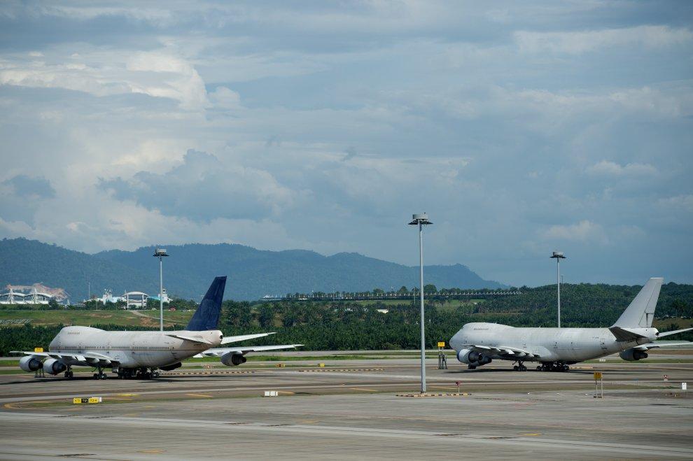 Qualcuno ha perso tre aerei? Il mistero dei tre Jumbo in pista