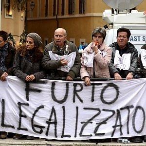 """Salva banche, Bankitalia accusa: """"Il coinvolgimento dei risparmiatori imposto dalla Ue"""""""