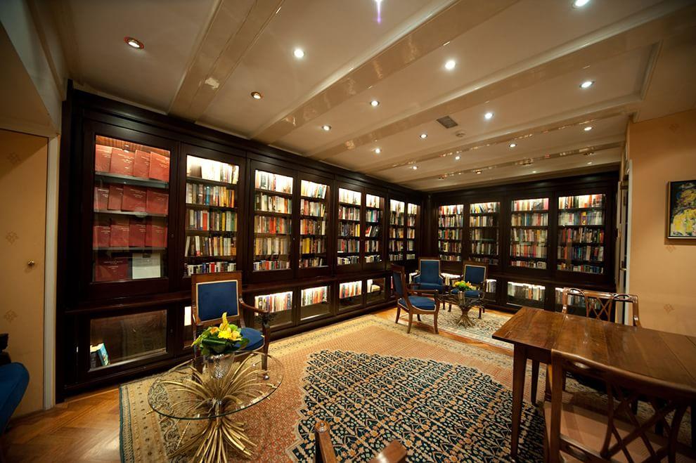 Dormire tra libri e scaffali tutti gli hotel per chi ama for Dormire a amsterdam consigli
