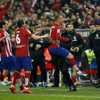 Spagna, l'Atletico aggancia il Barcellona in vetta. Il Real cade ancora