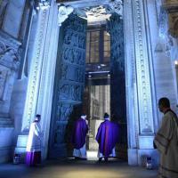 Il Giubileo diventa globale: migliaia di Porte Sante aperte nelle diocesi del mondo