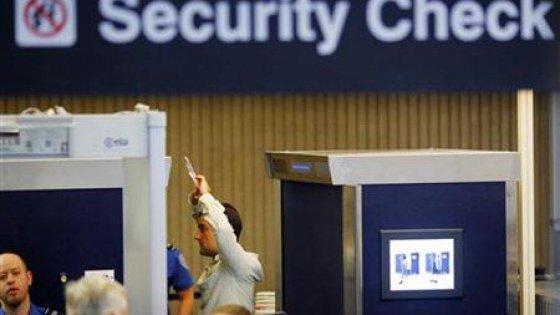 Per farci entrare negli Stati Uniti, l'Immigrazione scruterà nei nostri profili social