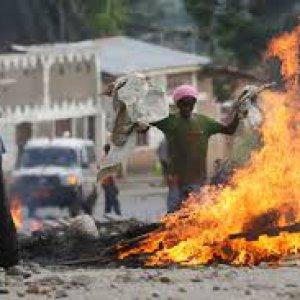 Burundi, disastro umanitario: 300mila sfollati, la regione dei Grandi Laghi è al collasso