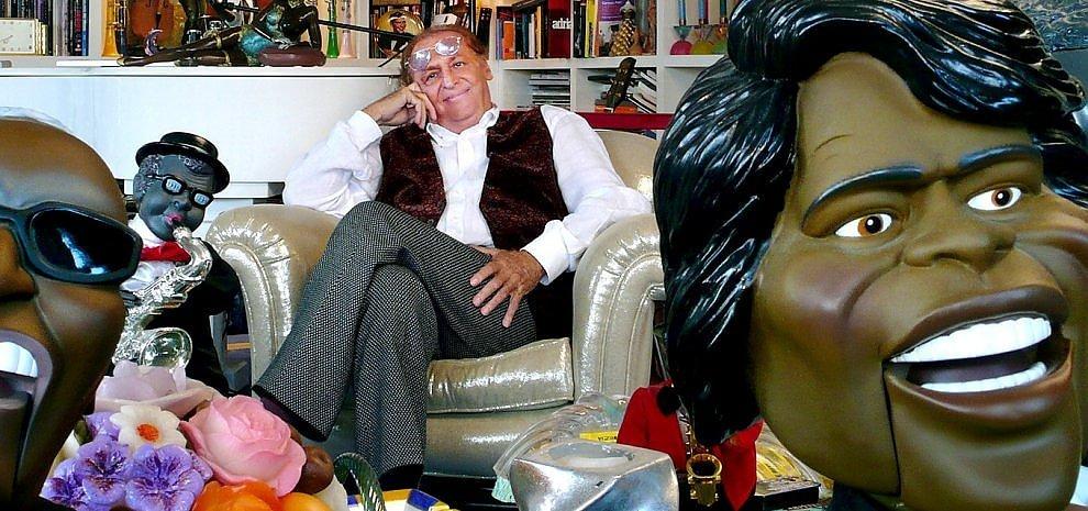 """Le """"cianfrusaglies"""" di Renzo Arbore: una mostra per celebrare mezzo secolo di carriera"""