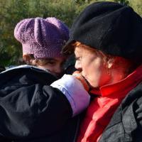Grecia, Susan Sarandon sull'isola di Lesbo per aiutare i migranti