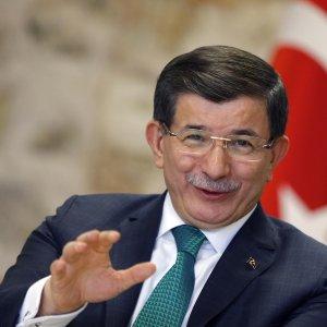 """Turchia-Russia, è ancora tensione. Davutoglu: """"Non prendiamo Putin sul serio. Il Kgb è morto da tempo"""""""