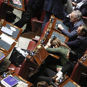"""Camera, sì alla legge di Stabilità. Padoan: """"Il Paese ora è più credibile"""""""