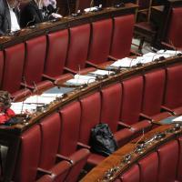 Stabilità, maratona notturna alla Camera: gli sbadigli dei deputati