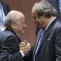 Condannati Blatter e Platini. Dalla Fifa 8 anni di squalifica