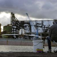 Street art, a Catania Vhils realizza il più grande murales del mondo
