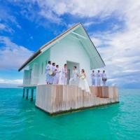 Maldive, nozze in mezzo al mare: la chiesa è circondata dall'Oceano Indiano