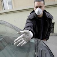 Smog, le misure fai-da-te dei Comuni: auto spente al semaforo, meno forni e più alberi