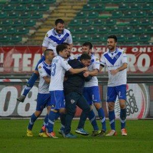 Serie B, il Crotone frena ancora. Colpo del Brescia a Bari