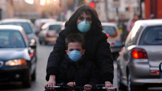 Emergenza smog, Milano spegne i motori. Roma annuncia lo stop e poi ci ripensa