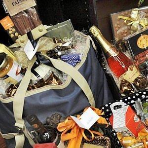 Natale a casa per otto italiani su dieci: a tavola si mettono 102 euro