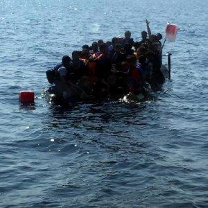 Migranti, barcone a picco nel Mar Egeo: 19 morti, sei sono bambini