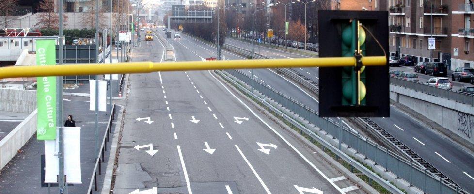 """Smog, Milano ferma e Roma a targhe alterne. Galletti: """"Non andare in ordine sparso"""""""