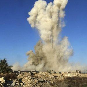 """Iraq, a Ramadi """"battaglia vinta"""". Premier: """"Nel 2016 vittoria finale contro l'Is"""""""