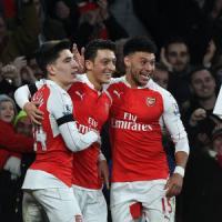 Inghilterra: Arsenal in vetta, Manchester United-Chelsea senza gol. Van Gaal resta in bilico