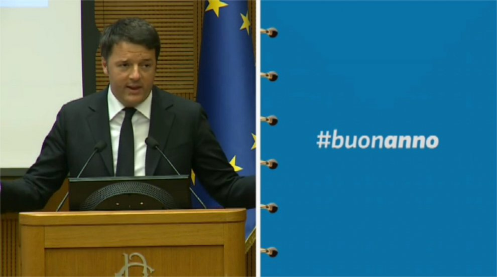 Renzi, alla conferenza stampa spuntano i gufi