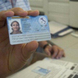Carta identità elettronica con impronte digitali e volontà sulla donazione d'organi