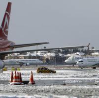 Turchia, a Istanbul Capodanno con neve: cancellati centinaia di voli aerei