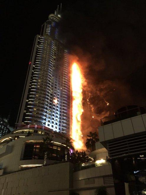 Dubai a fuoco un grattacielo nel centro della citt - Dubai grattacielo piu alto ...