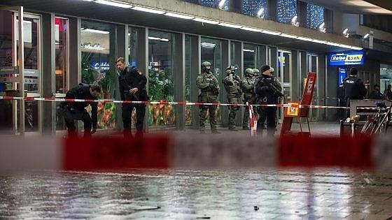 Germania, allarme attentato kamikaze: la polizia evacua due stazioni a Monaco