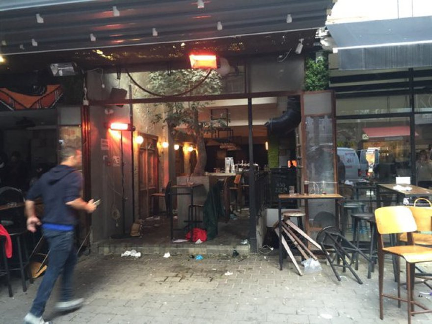 Tel Aviv, attacco in un pub del centro