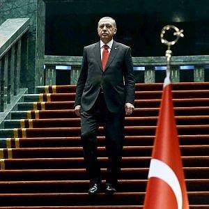"""Erdogan: """"Hitler esempio di presidenzialismo"""". E scoppia il caso"""
